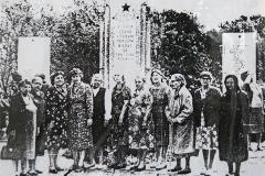 Работники военного госпиталя в день открытия мемориала